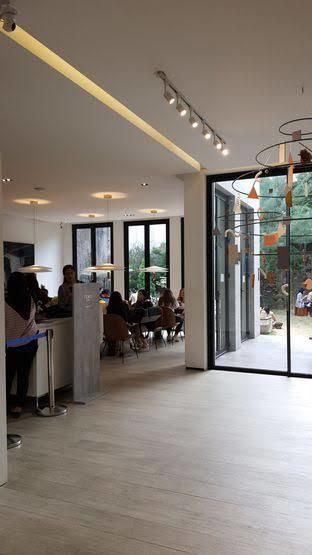 Foto 1 - Interior di Titik Temu Coffee oleh Vigi Charwinda