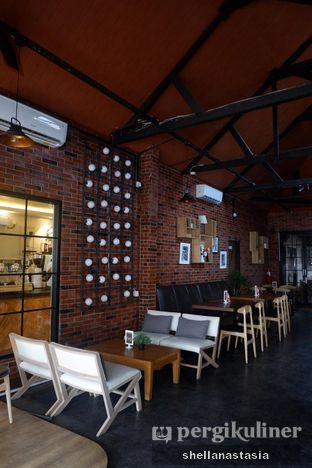 Foto 6 - Interior di Kolonial Bistro & Roastery oleh Shella Anastasia