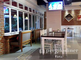 Foto 11 - Interior di Cikang Coffee & Resto oleh Tirta Lie
