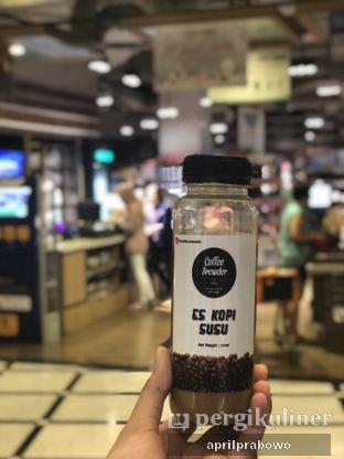 Foto - Makanan(es kopi susu) di Coffee Brewder oleh Cubi