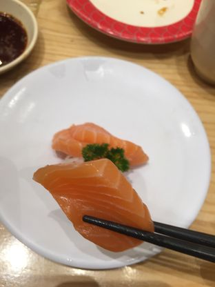 Foto 2 - Makanan di Tom Sushi oleh @Itsjusterr
