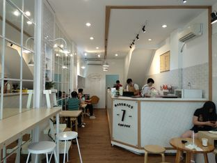 Foto 4 - Interior di District 7 Coffee oleh jajalkopi