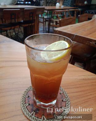 Foto 2 - Makanan(Lemon tea) di Equator Coffee & Gallery oleh Iin Puspasari