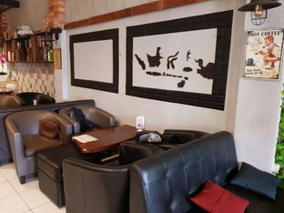 Foto 5 - Interior di Thamir Coffee oleh D L