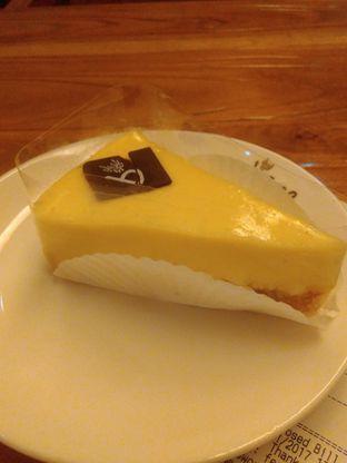 Foto 1 - Makanan(Cheese cake ) di Caffe Bene oleh Renodaneswara @caesarinodswr