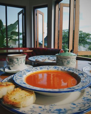 Foto - Makanan(Tomato Soup (Front), Poffertjes (Back)) di Papof Restaurant oleh Anthony Filbert