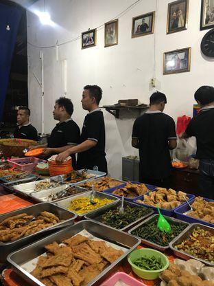 Foto 2 - Makanan di Nasi Uduk Bu Sum oleh Della Ayu
