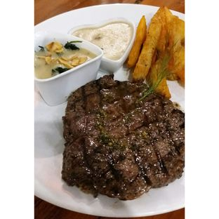 Foto 6 - Makanan(Meltique Rib Eye Steak with creamy mushroom sauce, wedges & chessy spinach) di Double U Steak by Chef Widhi oleh Jenny (@cici.adek.kuliner)