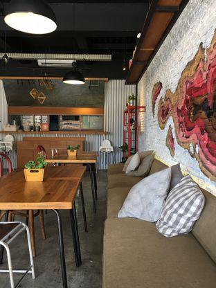 Foto 1 - Interior di Routine Coffee & Eatery oleh Muhammad Fadhlan