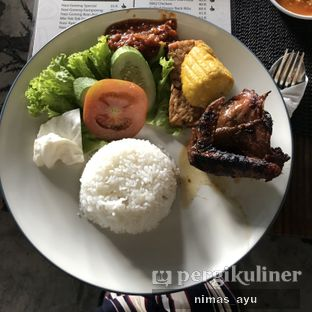 Foto 5 - Makanan(ayam bakar setelah 2 jam nunggu) di Dago Bakery oleh Nimas Ayu