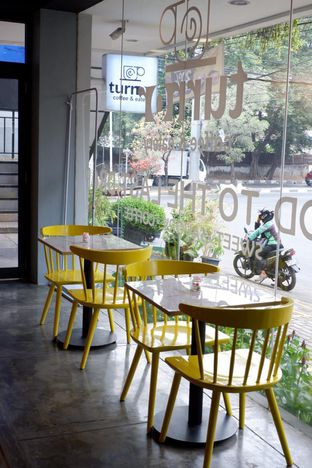 Foto 11 - Interior di Turn On Coffee & Eatery oleh yudistira ishak abrar