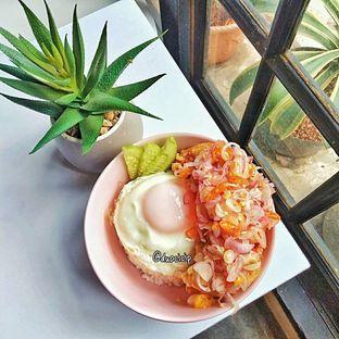 Foto 6 - Makanan(chicken pops sambal matah) di Jonbon's Coffee & Eatery oleh duocicip