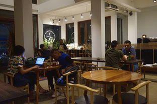 Foto 7 - Interior di 1/15 One Fifteenth Coffee oleh yudistira ishak abrar