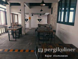 Foto 5 - Interior di Yellow Truck Coffee oleh Fajar | @tuanngopi