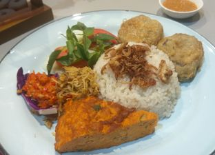 Foto 2 - Makanan( NASI LEMAK (IDR 32k)) di Mula Coffee House oleh Renodaneswara @caesarinodswr