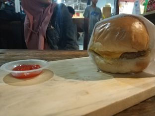 Foto review Abujay Burger and Grill oleh iqiu Rifqi 3