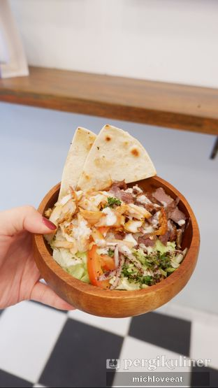 Foto 4 - Makanan di Emado's Shawarma oleh Mich Love Eat