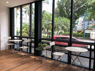 Foto 4 - Interior di Emji Coffee Bar & Space oleh feedthecat