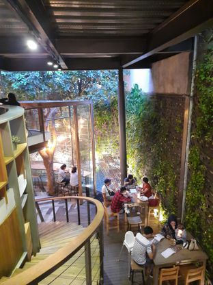 Foto 7 - Interior di One Eighty Coffee and Music oleh Fatirrahmah Nandika