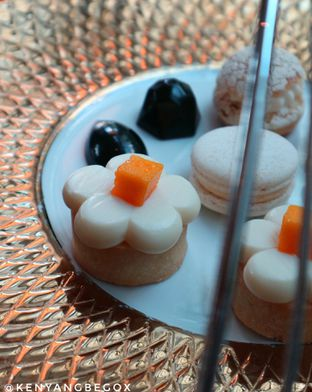 Foto 3 - Makanan di The Writers Bar - Raffles Jakarta Hotel oleh vionna novani