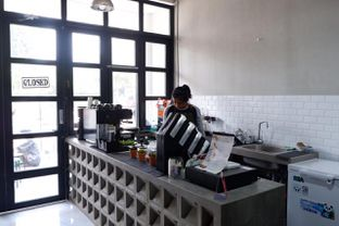 Foto 16 - Interior di Meneed Coffee Cuts oleh yudistira ishak abrar