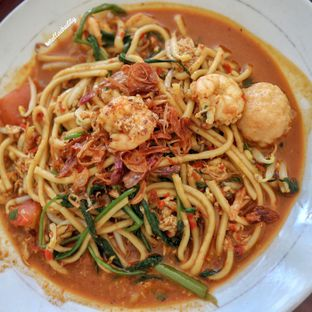 Foto 1 - Makanan(Mie goreng terasi) di Lotus - Mie Udang Singapore oleh Stellachubby