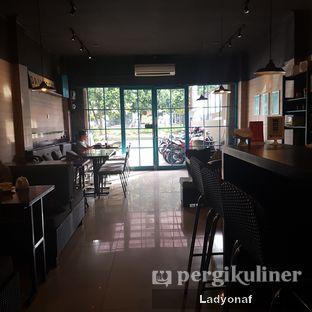 Foto 10 - Interior di Dailydose Coffee & Eatery oleh Ladyonaf @placetogoandeat