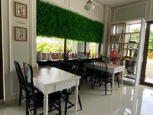 Foto 14 - Interior di Homey Koffee oleh feedthecat