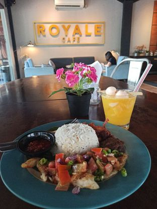 Foto 2 - Makanan di Royale Bakery Cafe oleh Junior