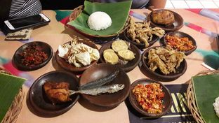 Foto 1 - Makanan di Waroeng SS oleh Perjalanan Kuliner