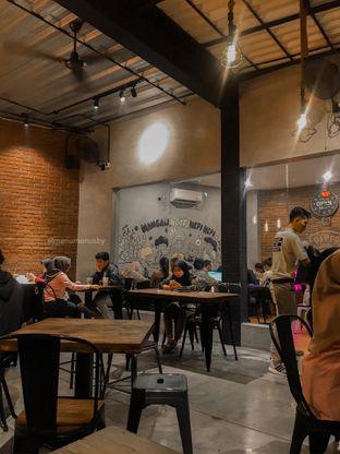 Foto 3 - Interior di Papercup Coffee oleh menumenusby