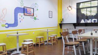 Foto 6 - Interior(Tables, Chairs, & Graffiti) di Koma Cafe oleh 08_points
