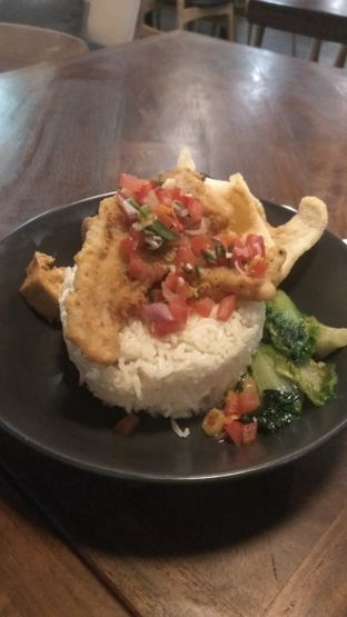Foto 3 - Makanan(Dori Dabu - Dabu (IDR 55k) ) di Kolonial Bistro & Roastery oleh Renodaneswara @caesarinodswr