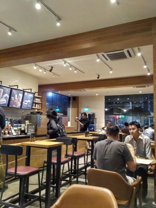 Foto 2 - Interior di Starbucks Coffee oleh Stella Griensiria
