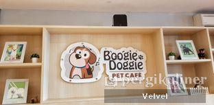 Foto 1 - Interior di Boogie Doggie Pet Cafe oleh Velvel