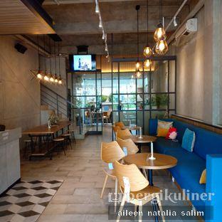 Foto 6 - Interior di Phos Coffee oleh @NonikJajan