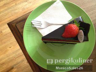 Foto 24 - Makanan(Triple dekker cake ) di Baker Street oleh Monica Sales