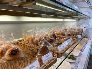 Foto review Dandy Co Bakery & Cafe oleh rennyant 4