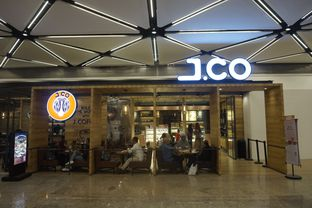 Foto 11 - Interior di J.CO Donuts & Coffee oleh yudistira ishak abrar