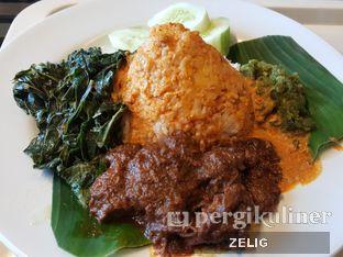 Foto - Makanan(Nasi Rendang) di Sari Ratu oleh @teddyzelig