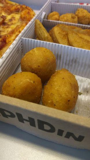 Foto 2 - Makanan(PHD Big Box (IDR 149k) ) di Pizza Hut Delivery (PHD) oleh Renodaneswara @caesarinodswr