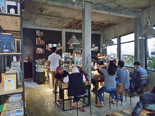 Foto 2 - Interior di Maraca Books and Coffee oleh yudistira ishak abrar