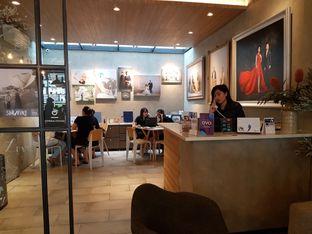 Foto 5 - Interior di Phos Coffee oleh joseline csw