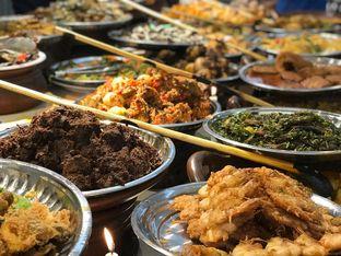 Foto 3 - Makanan di Nasi Kapau Juragan oleh Makan2 TV Food & Travel