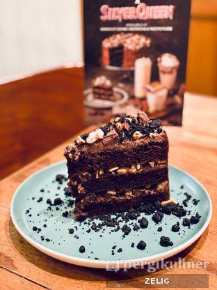 Foto 6 - Makanan(Chocolate Cashew Cake) di Benedict oleh @teddyzelig