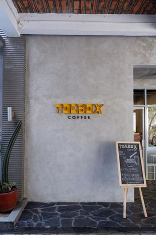 Foto 6 - Interior di Toebox Coffee oleh yudistira ishak abrar