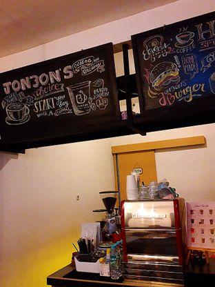 Foto 6 - Interior di Jonbon's Coffee & Eatery oleh Jacklyn  || IG: @antihungryclub