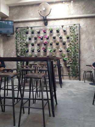 Foto 4 - Interior di Dailio Specialty Coffee oleh Reza  Imam Pratama