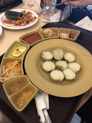 Foto 5 - Makanan di Bon Ami Restaurant & Bakery oleh Nanakoot