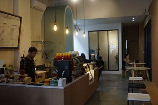 Foto 12 - Interior di Honey Beans Coffee & Roastery oleh yudistira ishak abrar